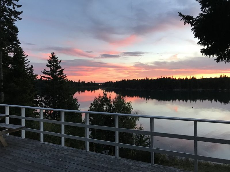 Oceanfront Retreat on Dyers Bay With Amazing Sunsets Down East, Acadia Region, vacation rental in Addison