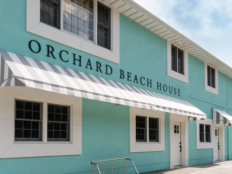 Main Floor Unit w/ Hot Tub & Sauna across from Orchard Beach State Park!, casa vacanza a Manistee