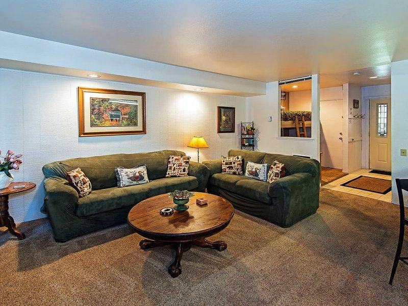 Large one bedroom, 1.25 bath mountain condo that sleeps 6, Horizons 4 #109, In, alquiler de vacaciones en Lagos Mammoth