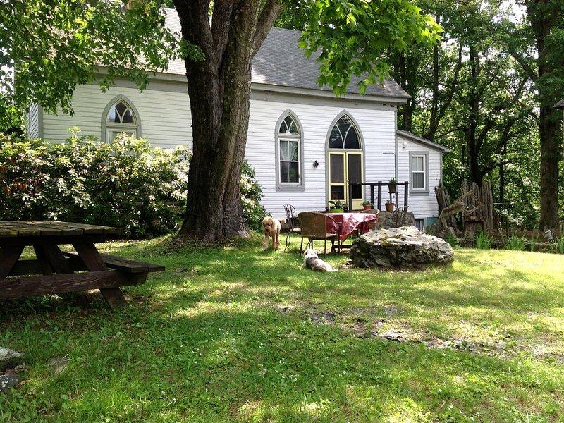 Den skumma yttergården bjuder gästerna att planera för en picknick.