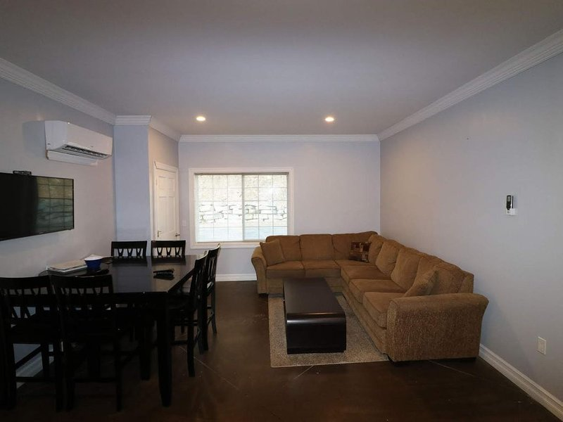 Watkins Glen 3-Bedroom Suites Unit 1, holiday rental in Elmira