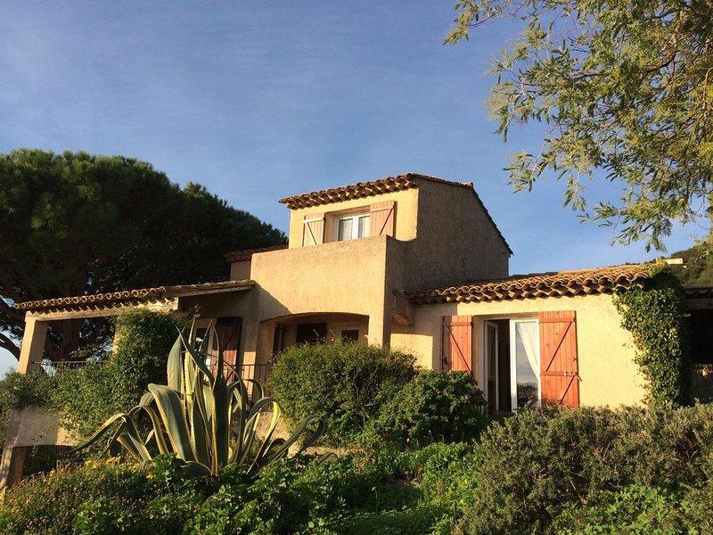 Villa 6 pers avec jardin, terrasses,  vue mer panoramique, holiday rental in Cavalaire-Sur-Mer