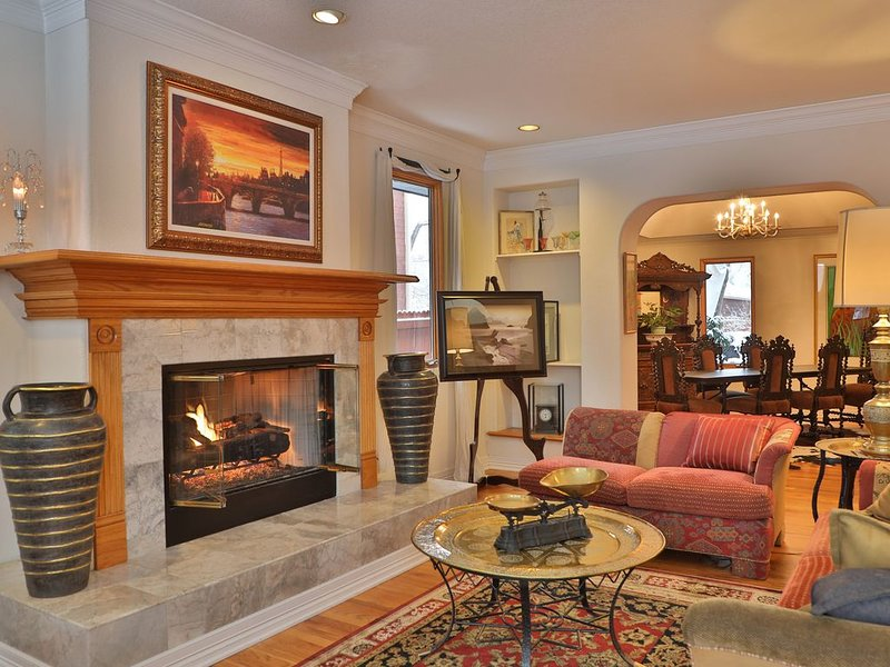 Large Elegant Home Located In Very Quiet And Serene Observatory Park., holiday rental in Sheridan