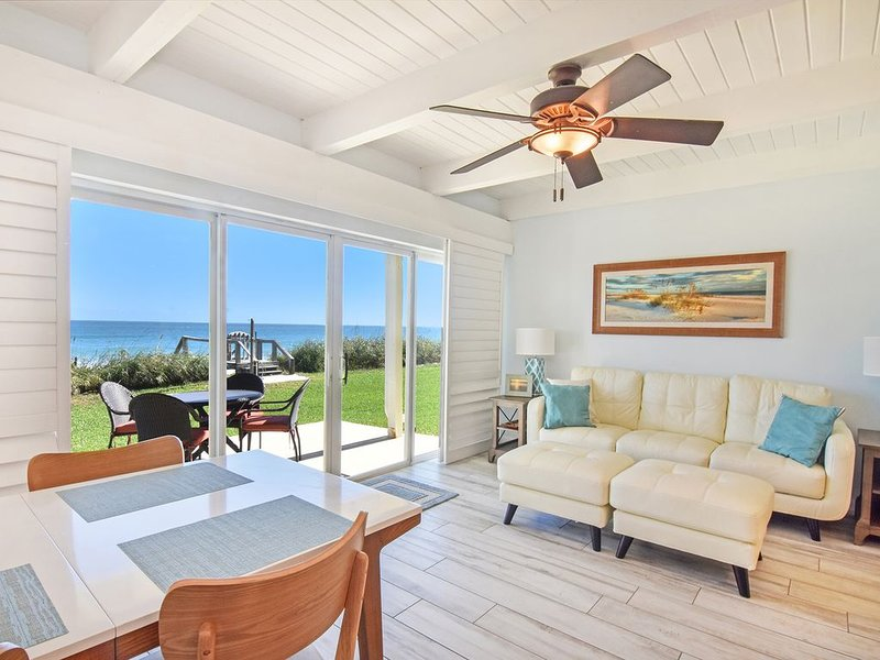 Live Directly on the Beach: Dolphins, Sea Shells and Perfect Sunrises!, casa vacanza a Melbourne Beach