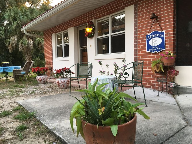 Rural Cottage at Starr Lake - Sleeps 4, holiday rental in Lake Wales