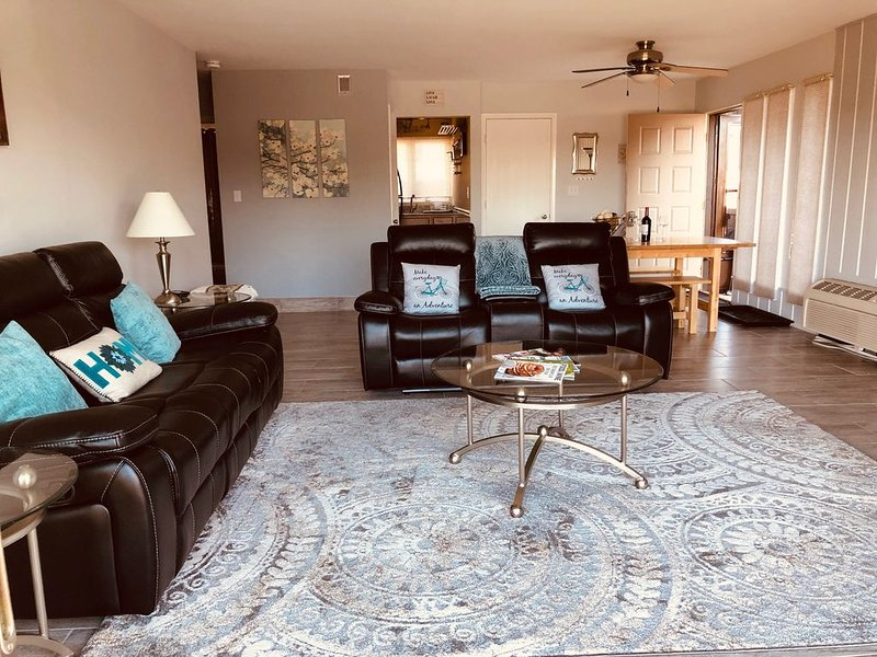Your Lakefront 'Home Away From Home', holiday rental in Lake Geneva