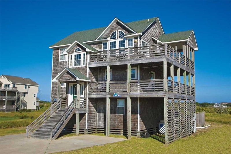 Kick Back Semi-Oceanfront, Hatteras -Pool, Hot Tub, Game Rm, Dog-Friendly & More, holiday rental in Hatteras