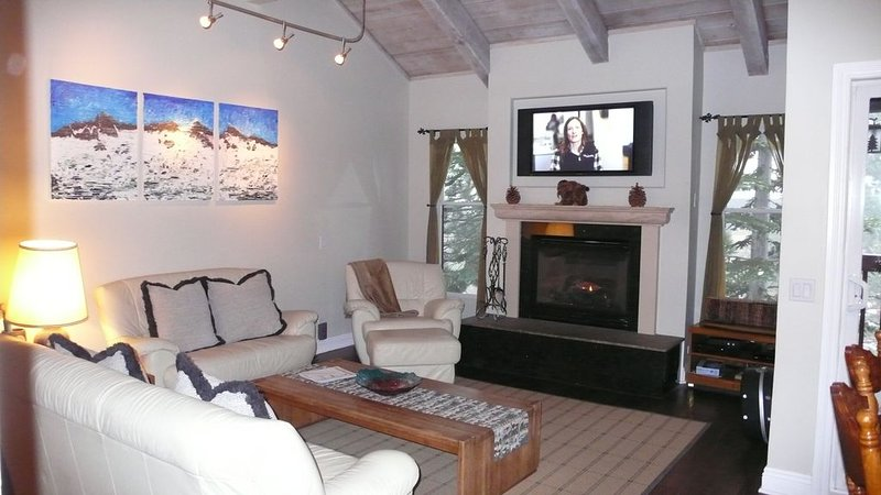 Val D' Isere-Beautiful! -Ski In/Out!  Condo., holiday rental in Mammoth Lakes