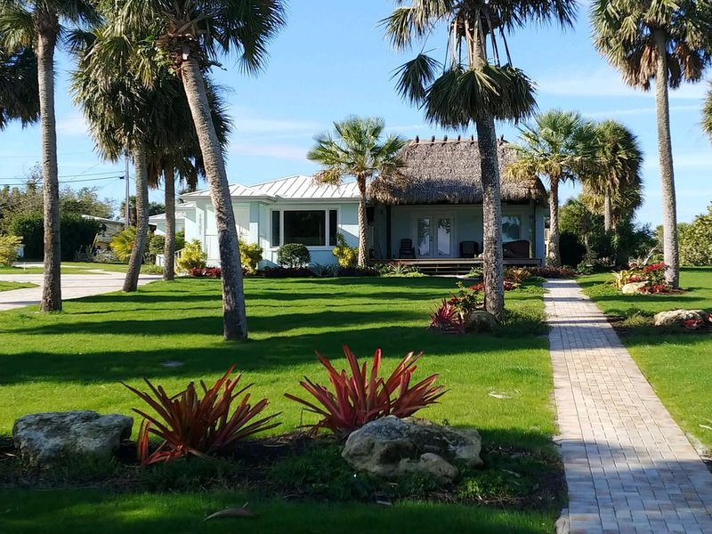 Intra-coastal Home with water views, private dock and heated pool, vacation rental in Jensen Beach