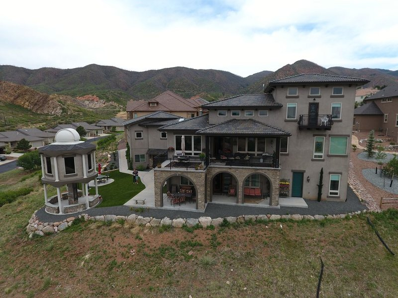 Enjoy Amazing City and Mountain Views from Lower Level of Gorgeous Tuscan Home, vacation rental in Colorado Springs