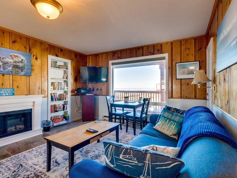 Dog-friendly, waterfront condo w/ ocean views - moments from the beach & town, vacation rental in Rockaway Beach