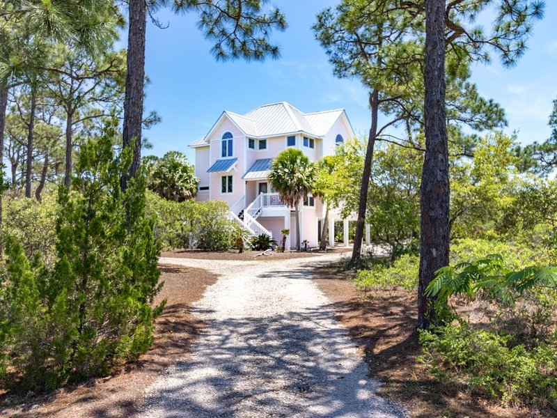 Secluded 4BR/3.5BA Beach Home inside St. George Plantation, location de vacances à Eastpoint