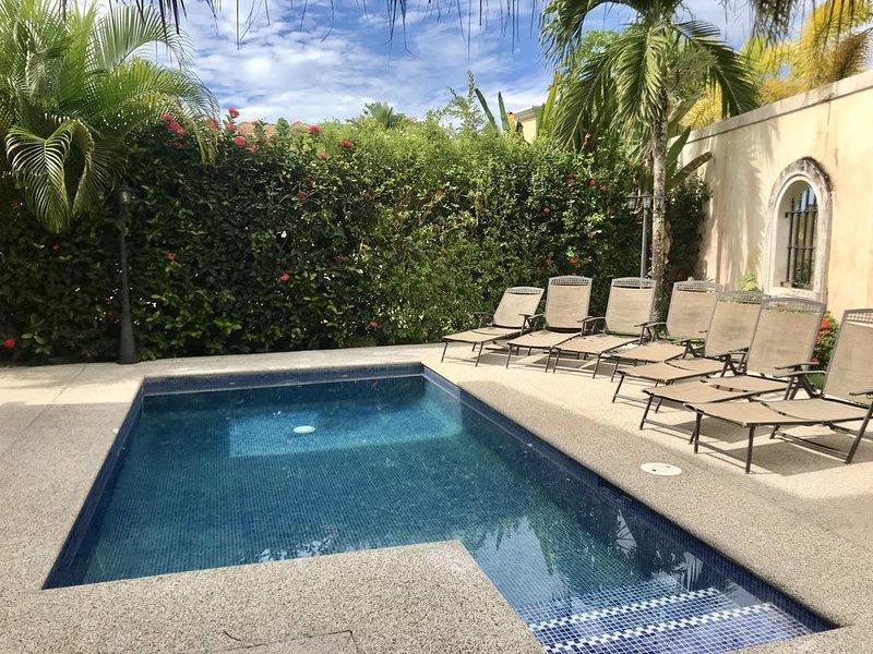 Casa Once -Large 6 BR Ocean View Casa - Private Pool - Beachfront  Community, alquiler de vacaciones en Playa Hermosa