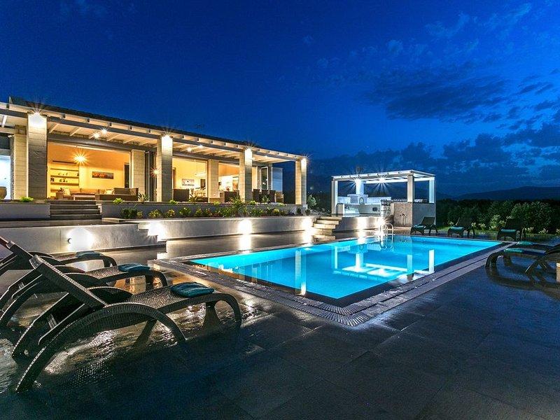 Luxurious 4bdrm villa Cawe,large pool, seaview..., alquiler vacacional en Kalyves