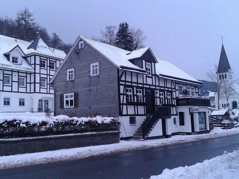 A comfortable, large house with WiFi in Hochsauerland, suitable for 14 persons, aluguéis de temporada em Westernboedefeld