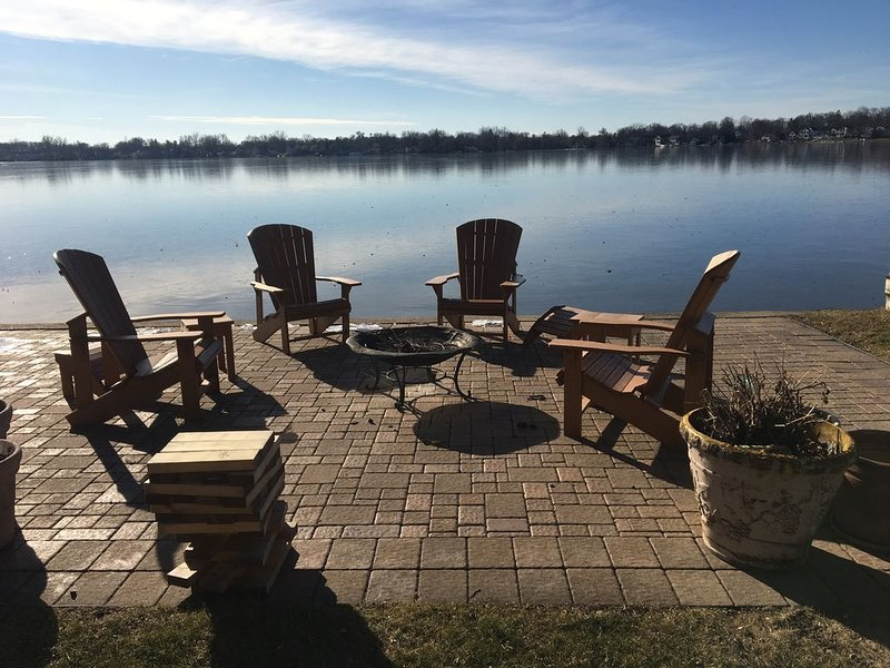LAKE FRONT HOME - Great Boating, fishing & swimming!, holiday rental in Haslett