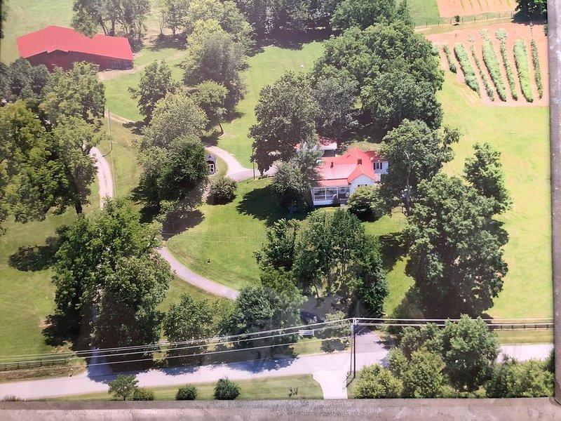 Liberty Farm - Historic farm house w/pool; sleeps 7, holiday rental in Spring Hill