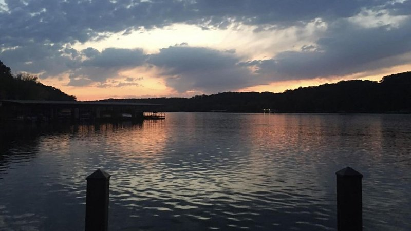 Living the LAKEFRONT Dream on Beaver Lake, holiday rental in Rogers