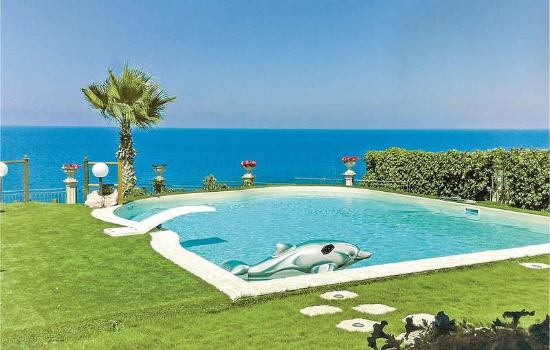 3 bedroom accommodation in Altavilla Milicia (PA), holiday rental in Torre Colonna-Sperone