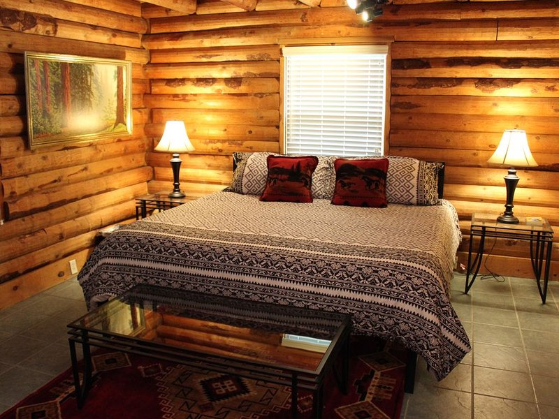 Log Cabin Living in the Sierra Western!, vacation rental in Three Rivers