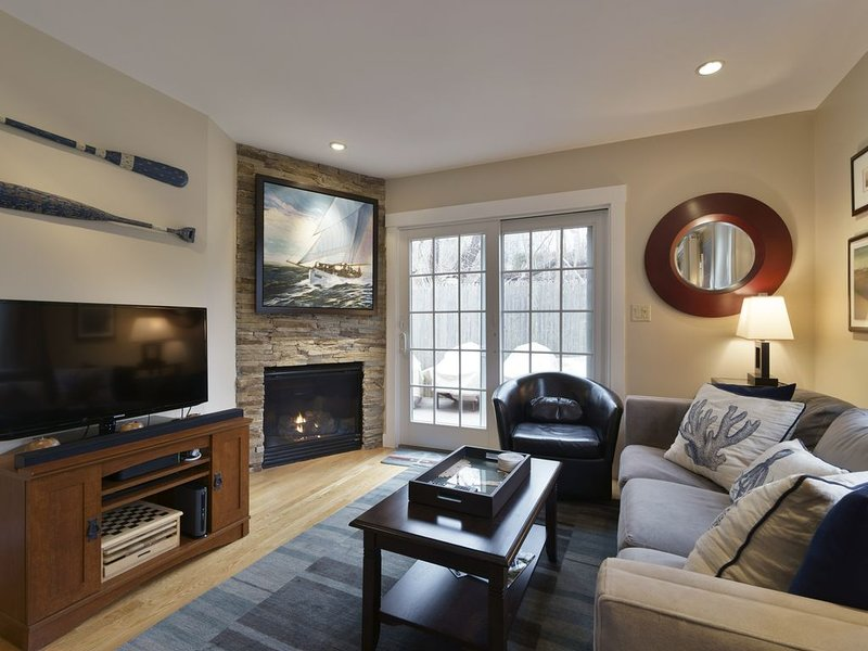 West End Modern Private Townhouse, quiet and 5 minute walk to the beach!, vacation rental in Provincetown