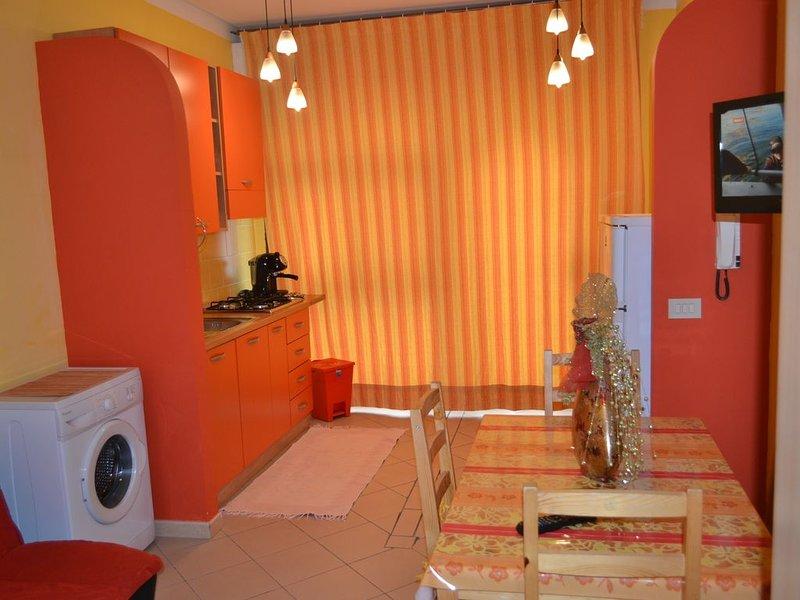 si trova a due passi della via principale Corso Garibaldi, vacation rental in Castellammare del Golfo