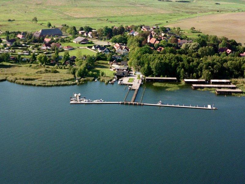 mehrere liebevoll eingerichtete Wohnunfgen, kleines idyllisch gelegenes Dor, casa vacanza a Klink