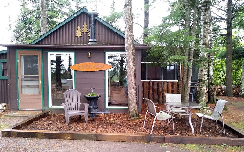 Cabin on beautiful and quiet Fishtrap Lake in Boulder Junction, holiday rental in Boulder Junction