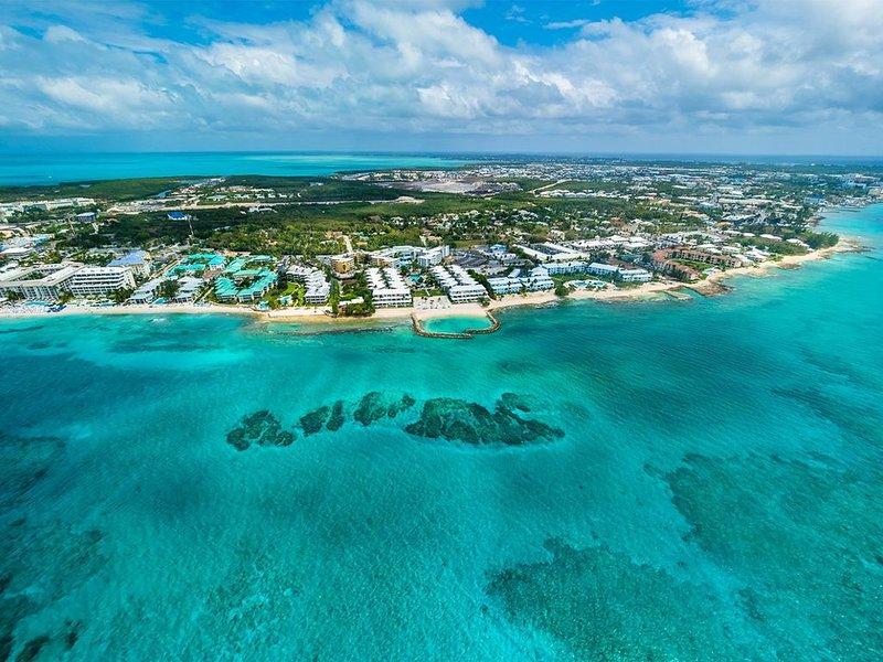 Stunning Beach Front Villa on 7 Mile Beach, alquiler vacacional en Playa de Siete Millas