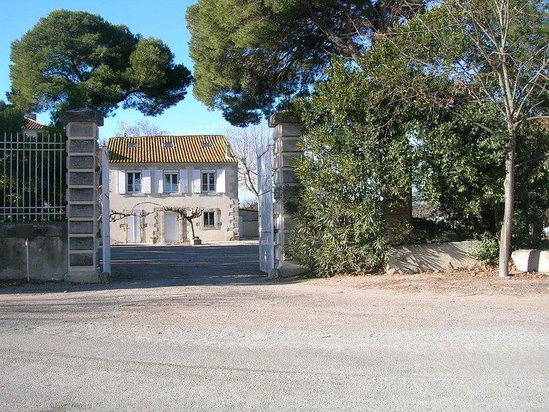 maison de campagne avec piscine privée chauffée proche de la mer, location de vacances à Lespignan