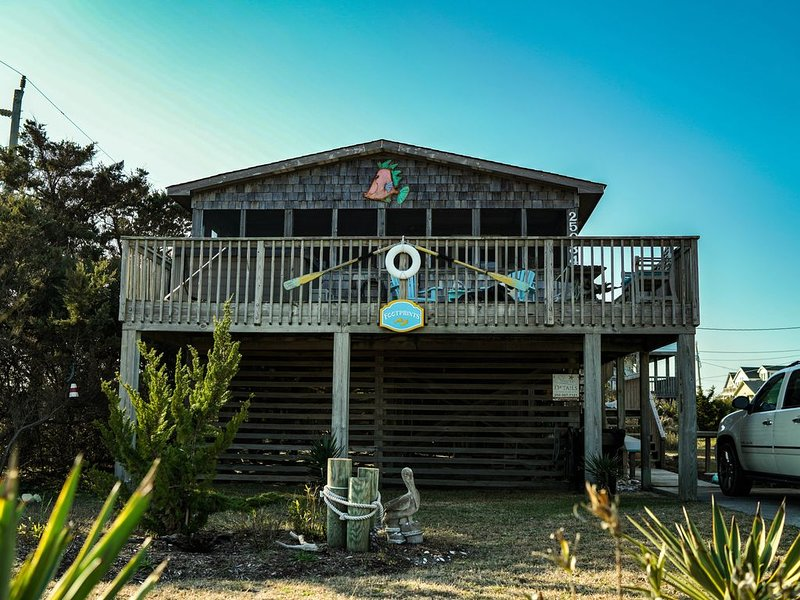 Semi oceanfront! Sea side cottage, family and dog-friendly, vacation rental in Waves