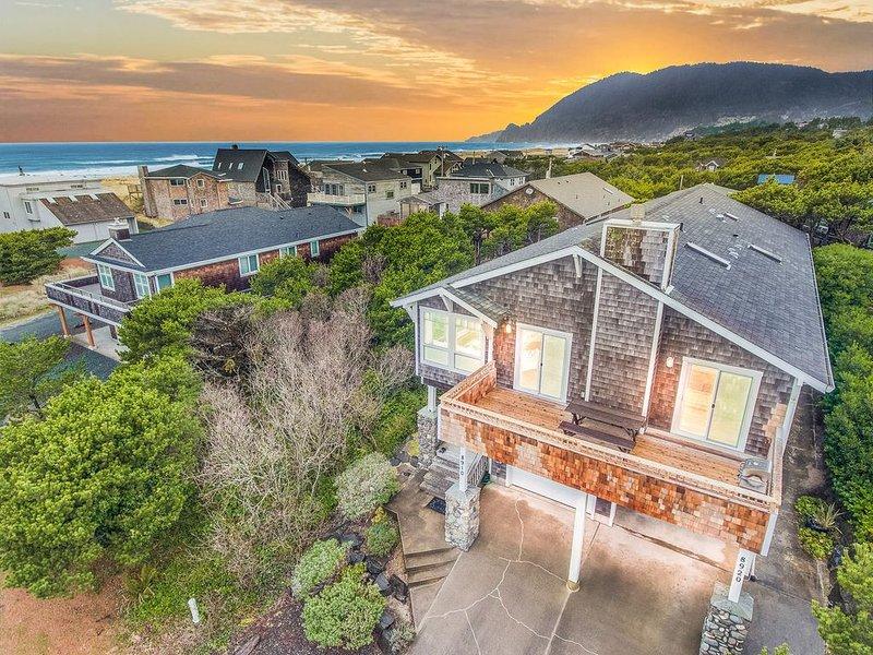 Sandslot has Ocean Views! 100ft to the Beach and 2 Master Suites., location de vacances à Wheeler