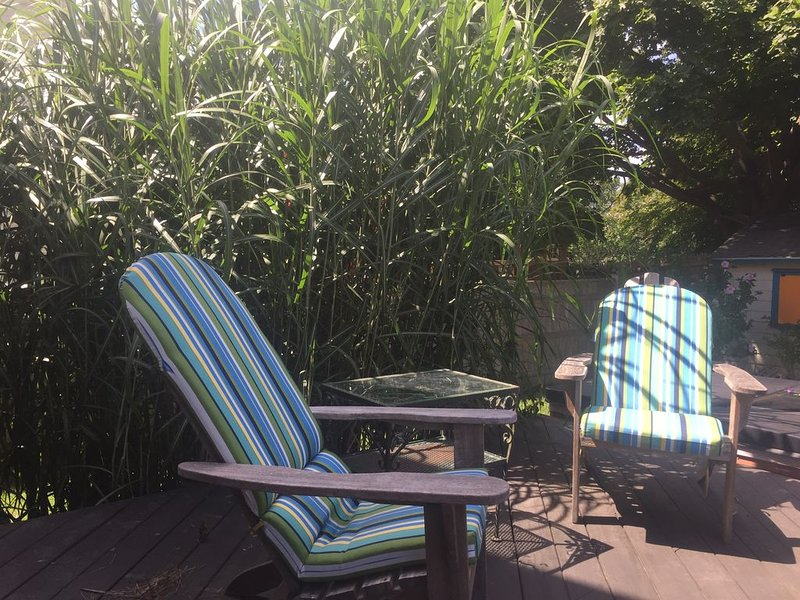 Family Beach House With Enclosed Yard & Easy Walk To The Beach, updated in 2018!, holiday rental in Middletown