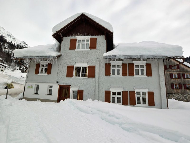 Large, spacious property with private entrance and much privacy., Ferienwohnung in Vorarlberg