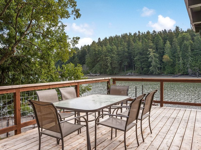 San Juan Bay -Private Waterfront Cabin on Garrison Bay, holiday rental in Roche Harbor