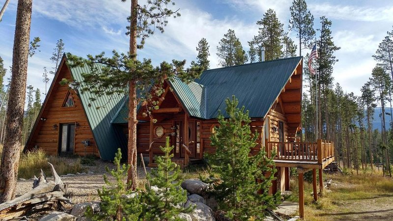 Colorado Log Cabin minutes to Lakes, National Park and more!, holiday rental in Grand Lake