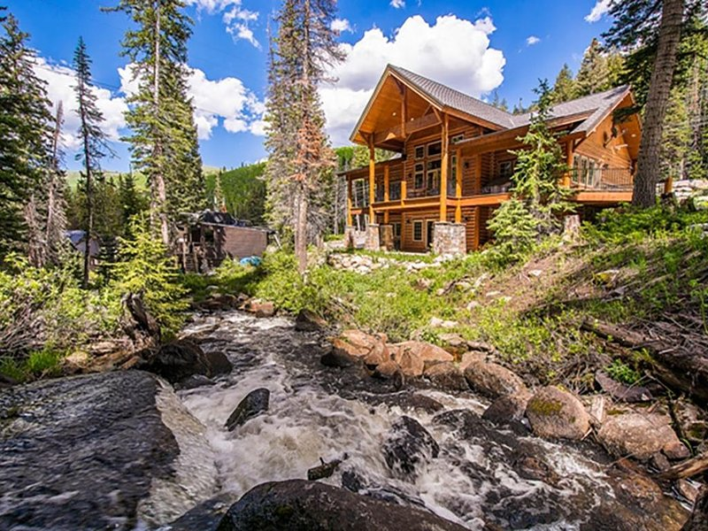 Rivamonte - Gorgeous mountain home on creek near Brighton Ski Resort, alquiler de vacaciones en Brighton