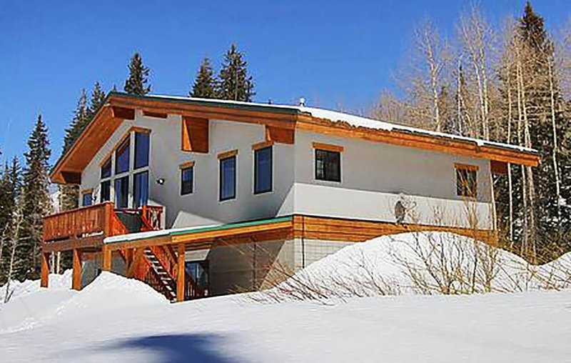 Great Western - Spacious and bright home across street from Brighton Resort, alquiler de vacaciones en Brighton