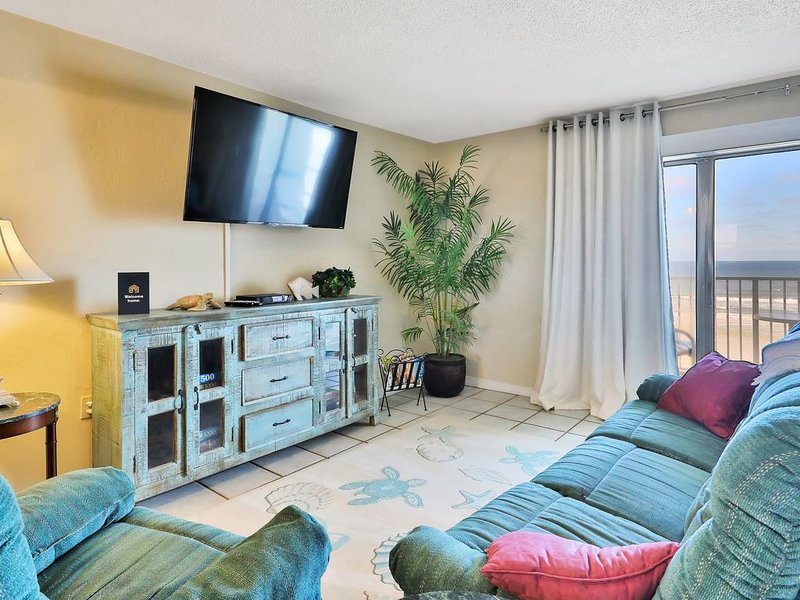 Oceanfront condo w/ panoramic water views & shared seasonally heated pool!, vacation rental in Edgewater