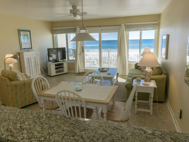 Directly on the beach Tiki Beach unit 22 WOW,, holiday rental in Fort Walton Beach