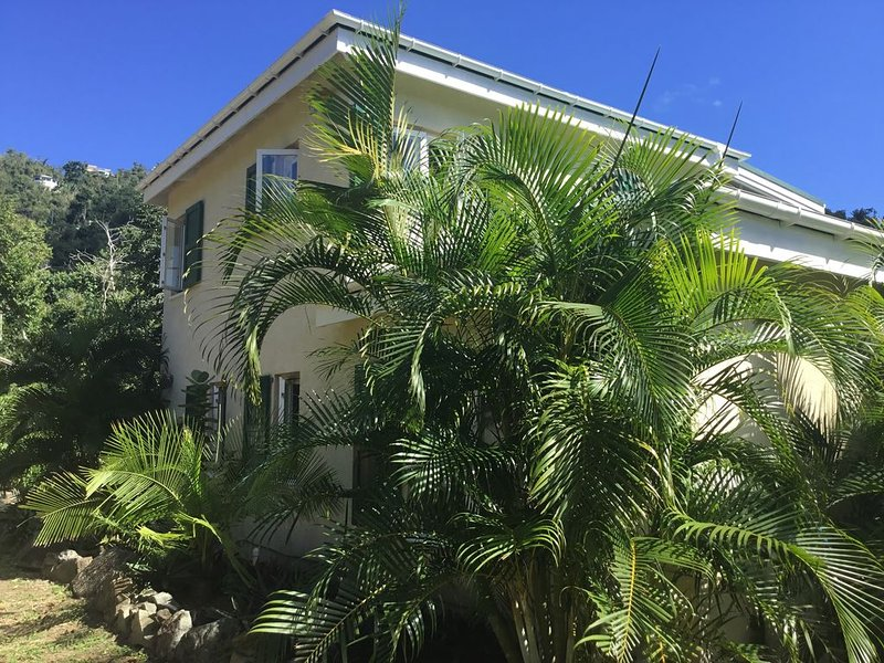 Serenity House In Lala Land Coral Bay, aluguéis de temporada em Coral Bay