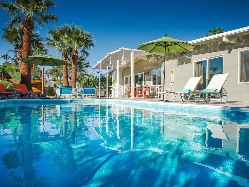 MID-CENTURY MODERN LIFESTYLE IN HISTORIC SUNMOR!, holiday rental in Palm Springs