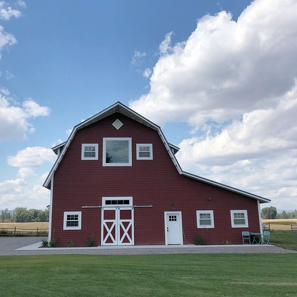 Relax At The Farm!   Newly Built Studio Apartment In The Barn At Selah Farm, location de vacances à Kalispell