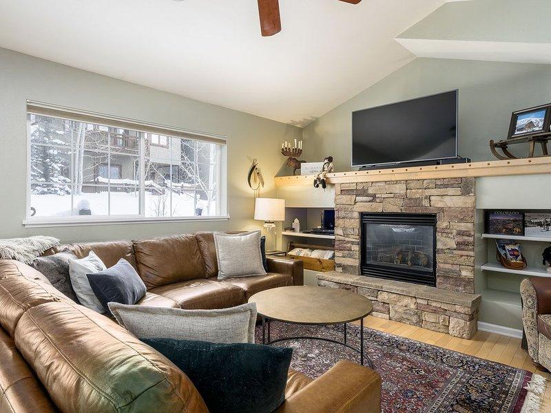 Homey & Spacious 4-Level Condo, vacation rental in Oak Creek