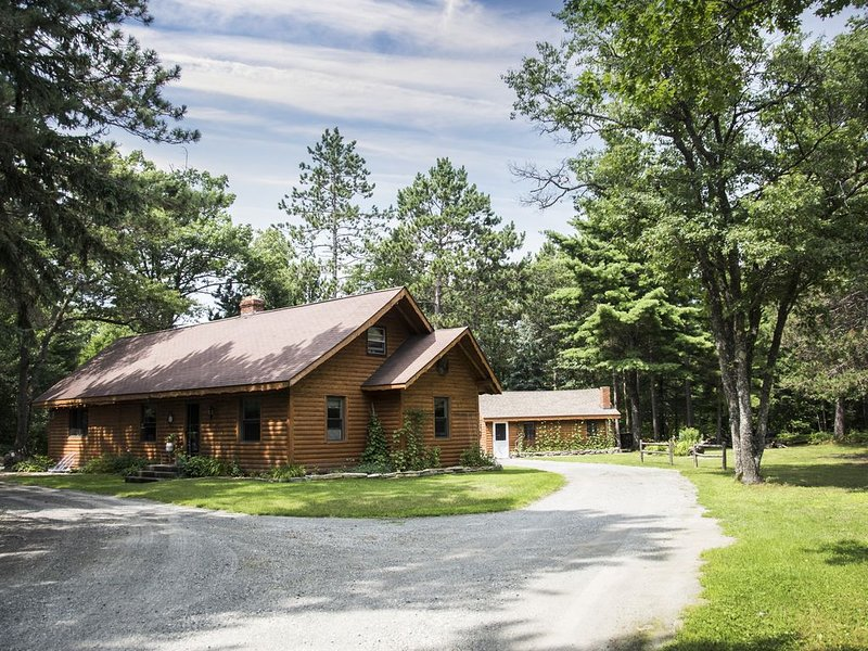 Adventure U.P- Lake House on Lake Michigan, location de vacances à Gladstone
