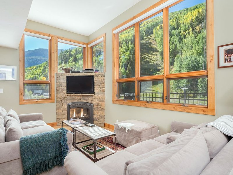 Ski Lover's Sanctuary! Lux Ski In/Out w Fireplace * Cimarron Lodge 1, Ferienwohnung in Telluride