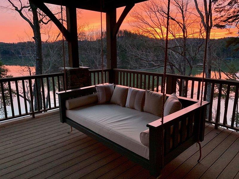Lakefront Log Luxury, holiday rental in Nebo