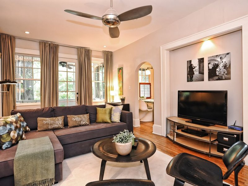 Gracious and Quiet Myers Park 2BR Residence-1 Mile from Uptown, location de vacances à Charlotte