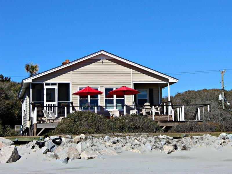 Me The Sea and Bobby McGee- 3 BR/2 BA Beachfront Home!, alquiler vacacional en Folly Beach