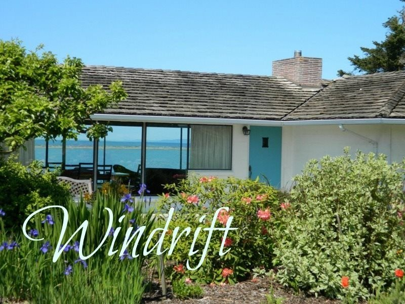 Stunning waterfront views and beach access, plenty of room for the family  Stunn, vacation rental in Sequim